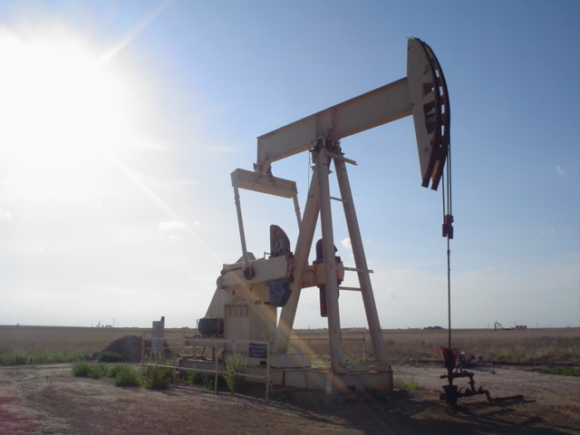 Europe Weakens; Weighed by Losses in Oil Sector